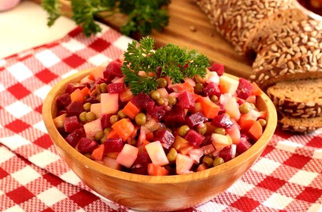 Винегрет с горошком и солеными огурцами — классические рецепты